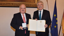 Thomas Kaeser was awarded the State Medal for outstanding service to the Bavarian economy.